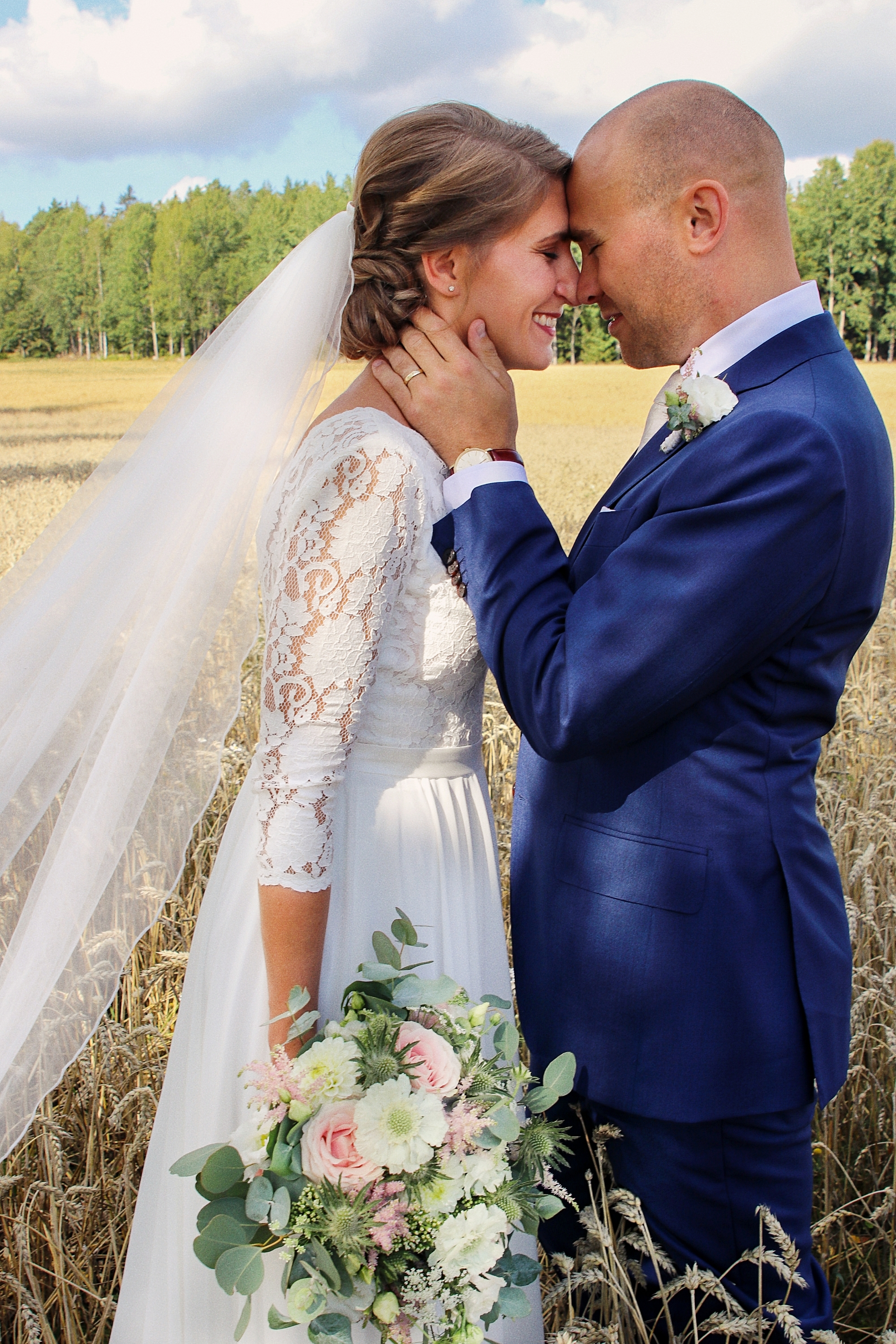 brollop wedding foto photo brud brudgum lantligt skandinaviskt bettna brudpar