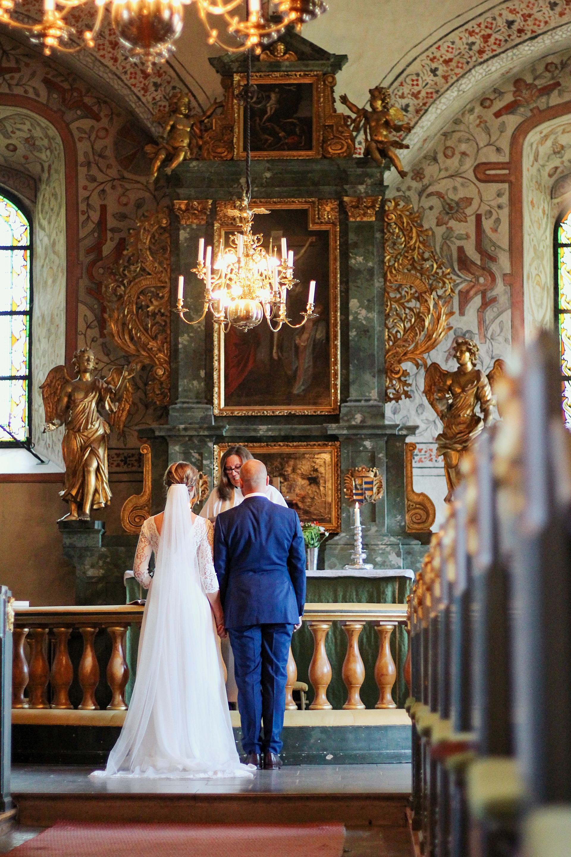 brollop wedding foto photo brud brudgum lantligt skandinaviskt bettna brudpar vigsel